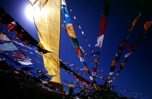 Blue_sky_prayer_flags_TIBET